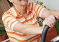 Esercizi terapeutici per osteoartrosi <br>di ginocchio sono sicuri <br>anche in età avanzata